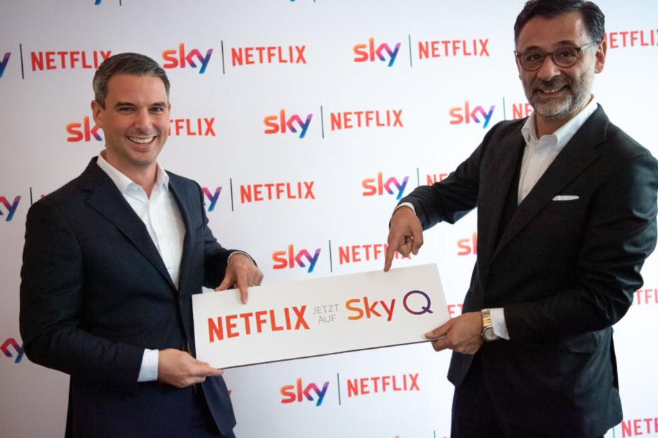 Rene Rummel-Mergeryan (l), Director Business Development von Netflix, und Marcello Maggioni, Chief Commercial Officer von Sky Deutschland.