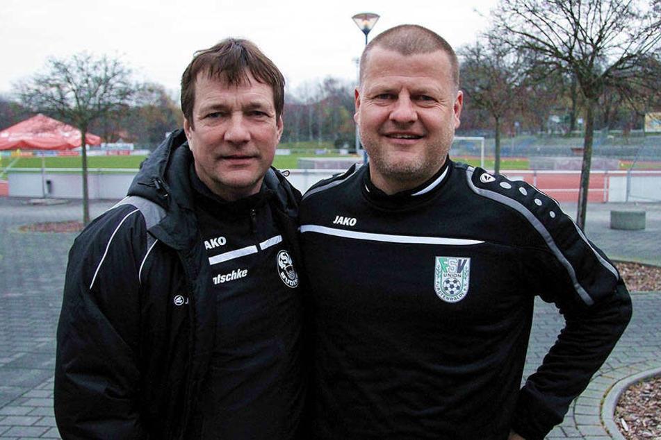 Vorm Spiel lachten beiden Trainer. Danach freute sich Matthias Maucksch (r.) mit Fürstenwalde. Torsten Gütschow verließ als Verlierer den Platz.