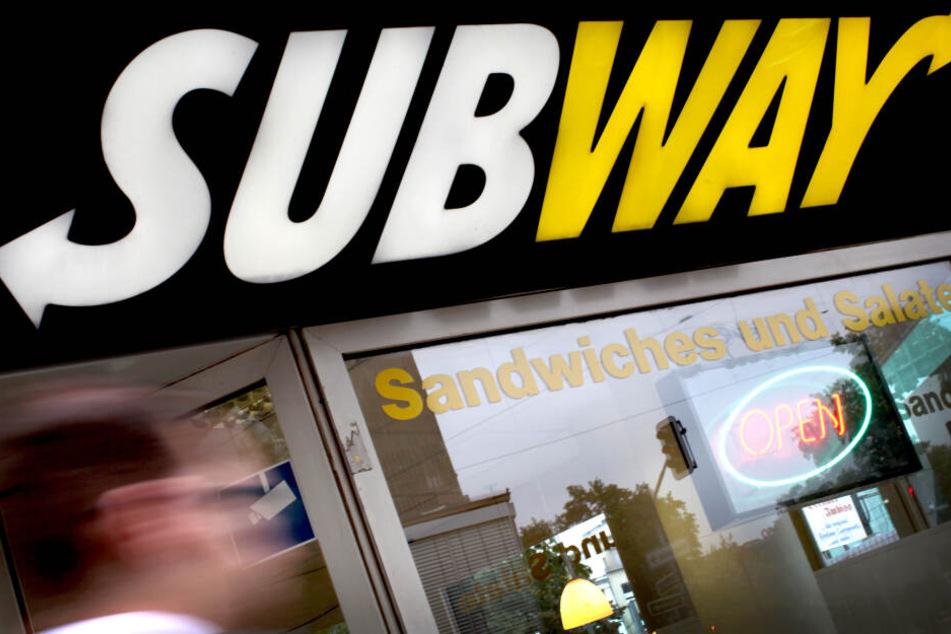 Am Subway-Laden: Vermummte gehen mit Baseball-Schlägern auf andere Gang los