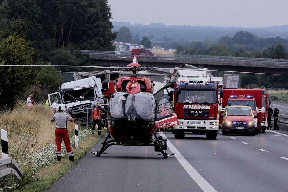 Nach dem schweren Unfall musste der Rettungshubschrauber auf der A4 landen.