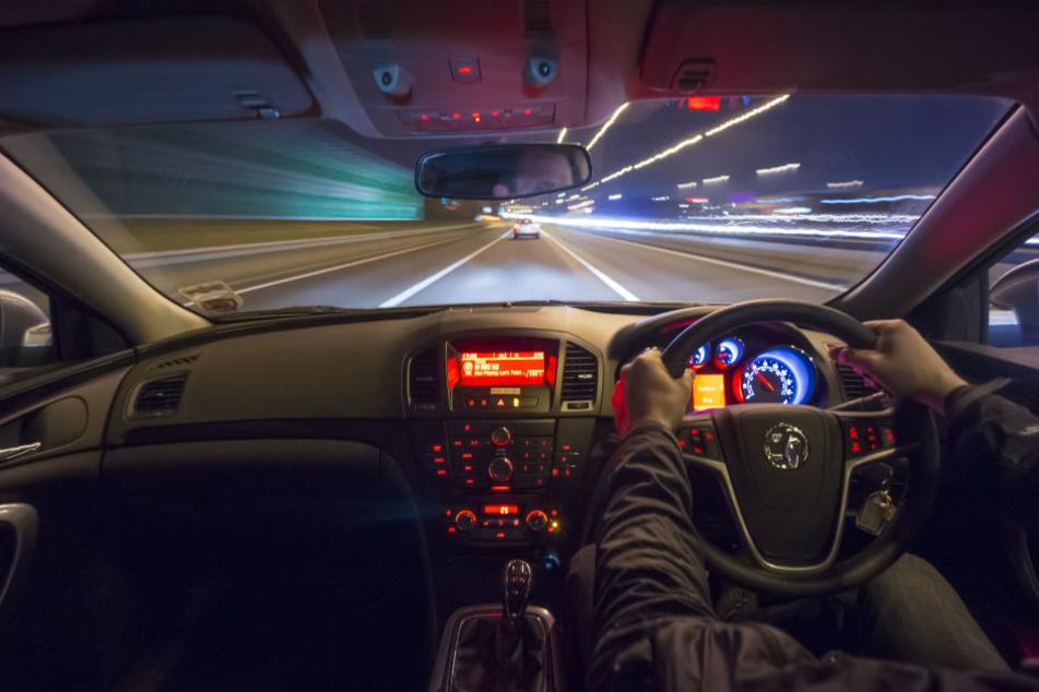 Der 19 Jahre alte Fahrer hatte keinen Führerschein und Drogen genommen. (Symbolbild)