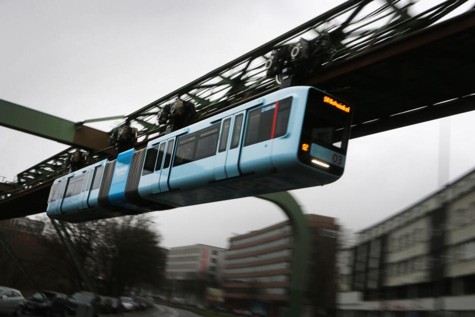 Der reguläre Fahrbetrieb der Wuppertaler Schwebebahn wird erst ab dem Sommer wieder aufgenommen werden können.