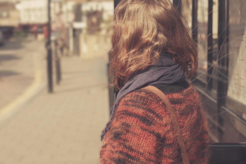 Ein Mädchen wurde in Bayern von einem 79-jährigen Mann sexuell belästigt. (Symbolbild)