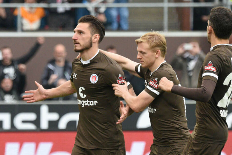 Dimitrios Diamantakos (links) würde sicher gerne wieder über einen Treffer jubeln, so wie hier zusammen mit Mats Möller Daehli. (Archivbild)