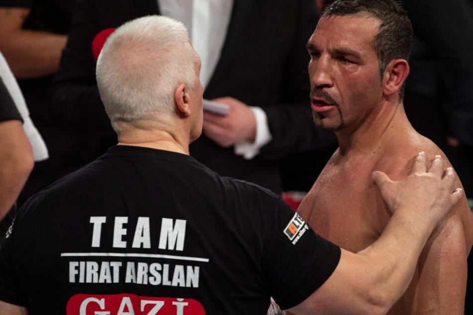 Plötzlich flog das Handtuch: Boxer Firat Arslan nach verlorenem WM-Kampf stinksauer