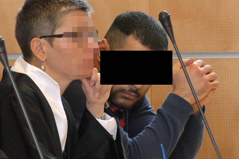 Laut Anklage soll der 24-Jährige sich das Klappmesser von der 30-jährigen geben lassen und damit in den Hals seines Opfers gestochen haben.