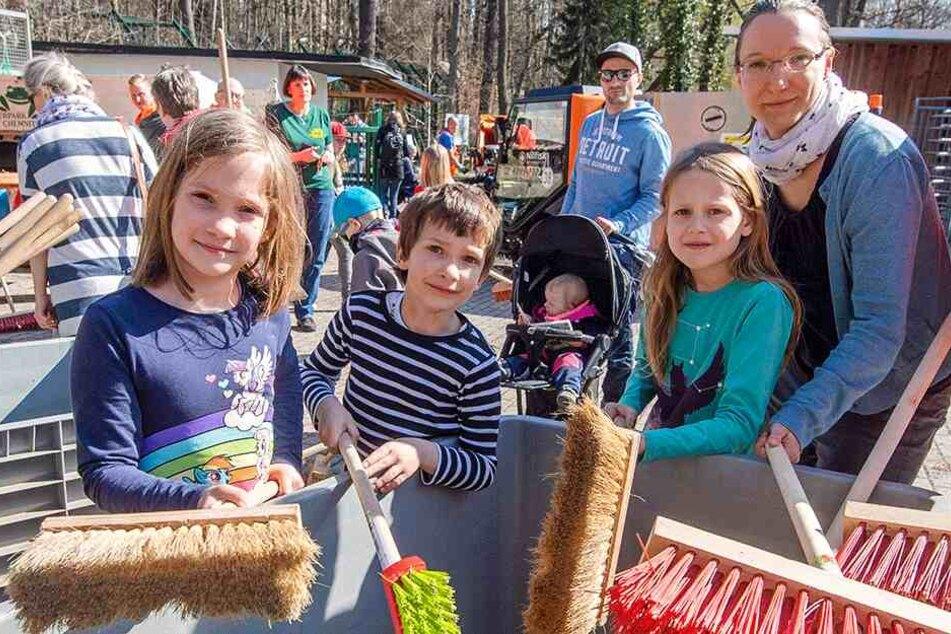 Frühjahrsputz im Tierpark: Freiwillige fegen an den Gehegen