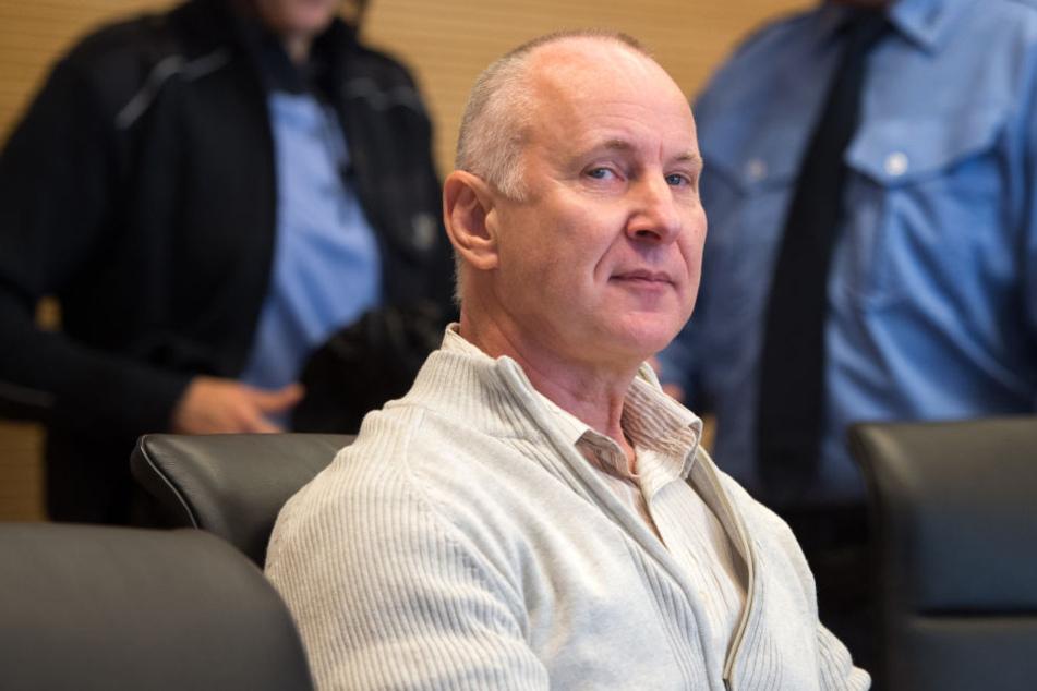 Der vom Dienst suspendierte Kriminalbeamte Detlev G. soll davon geträumt haben, eine Leiche zu zerstückeln.