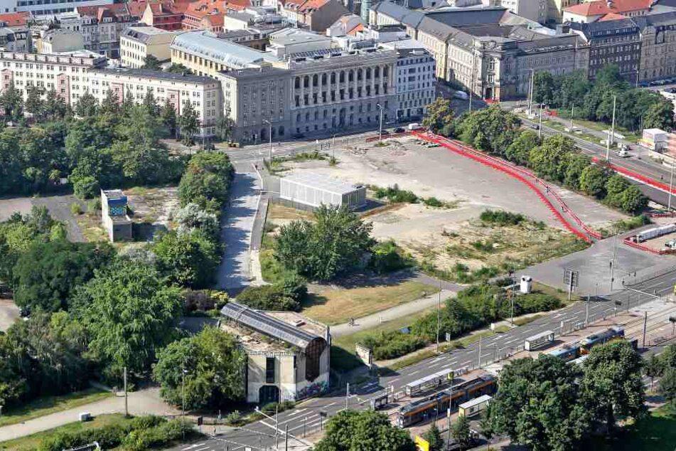 Noch liegt ein Großteil des Wilhelm-Leuschner-Platzes brach. Am Mittwoch machte der Stadtrat den Weg frei für eine Bebauung.
