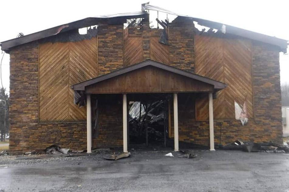 Diese Kirche stand komplett in Flammen.