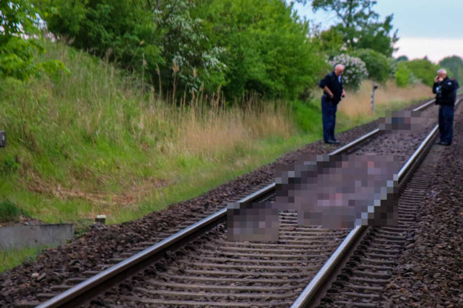 Die Polizei ermittelt nun, warum der Mann auf die Gleise lief.