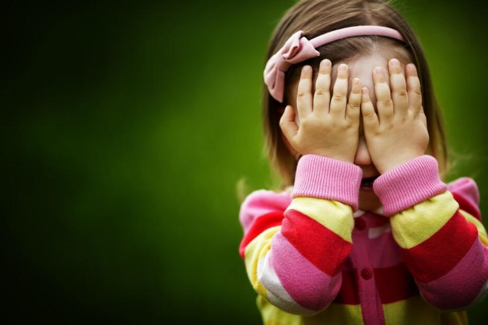 Das Mädchen leid vor dem Mann davon, doch der nahm die Verfolgung auf. (Symbolbild)