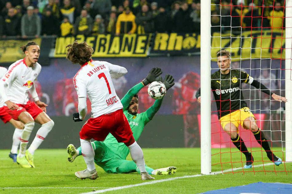 Zum Verzweifeln: Wie hier Marcel Sabitzer (#7) scheiterten Leipzigs Kicker gleich mehrfach am stark auftrumpfenden Schlussmann Roman Bürki.