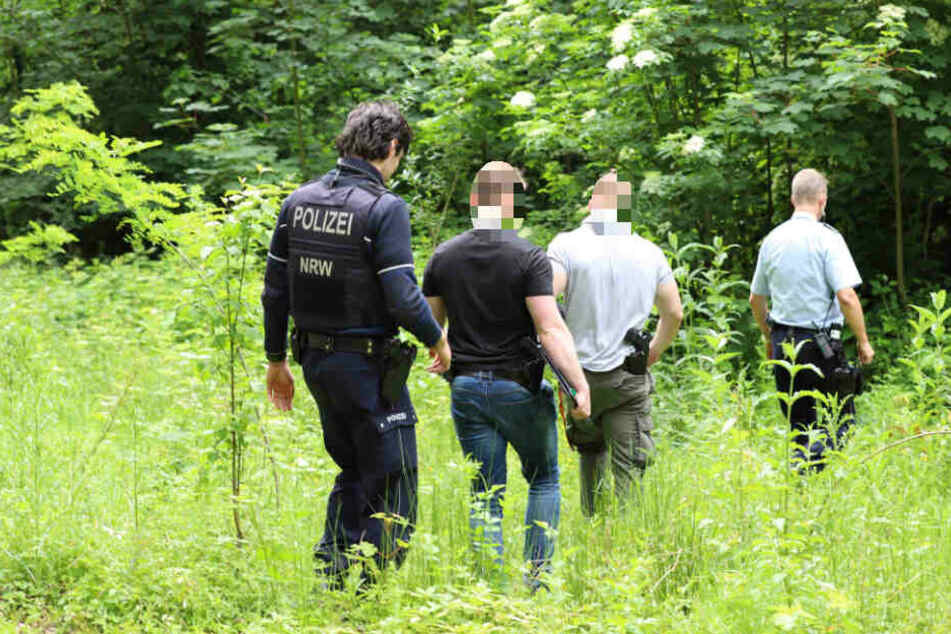 Die Ermittler sicherten Spuren im Wald.
