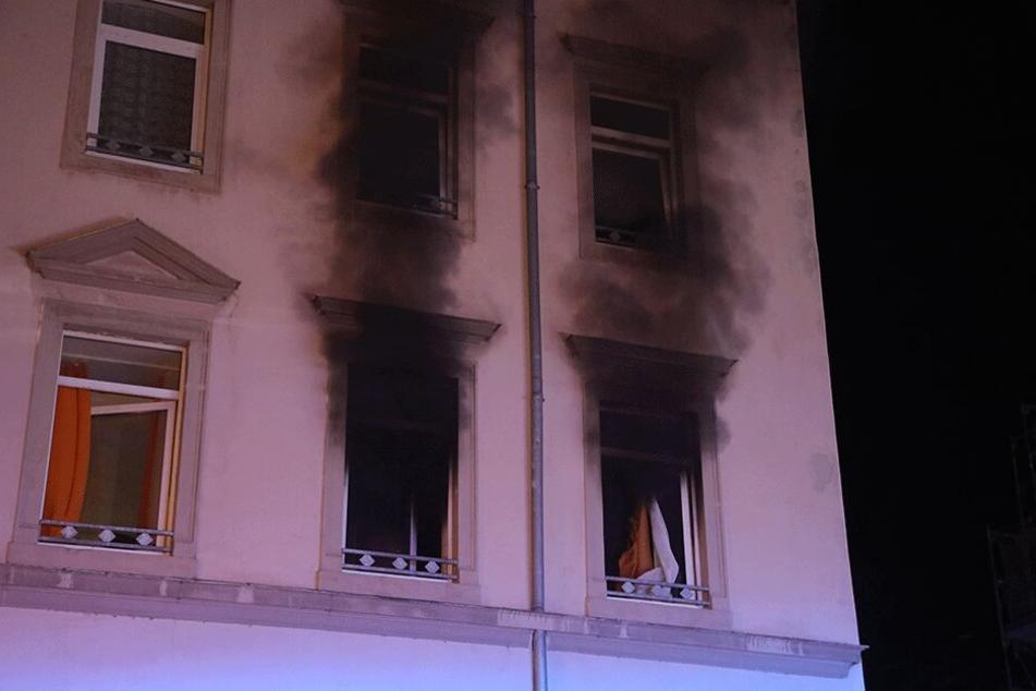 In der ersten Etage brannte es, dabei kam ein Bewohner ums Leben.