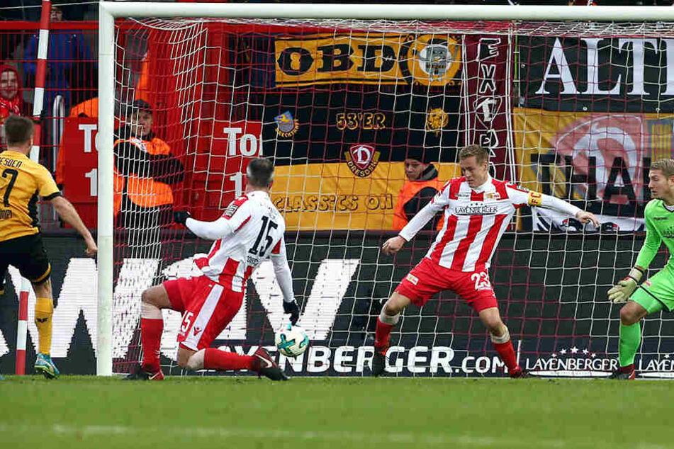 """Im Hinspiel gelang Andreas Lambertz (l.) das goldene Tor zum 1:0-Auswärtssieg. In diesem Jahr war """"Lumpi"""" bisher nur Tribünengast."""