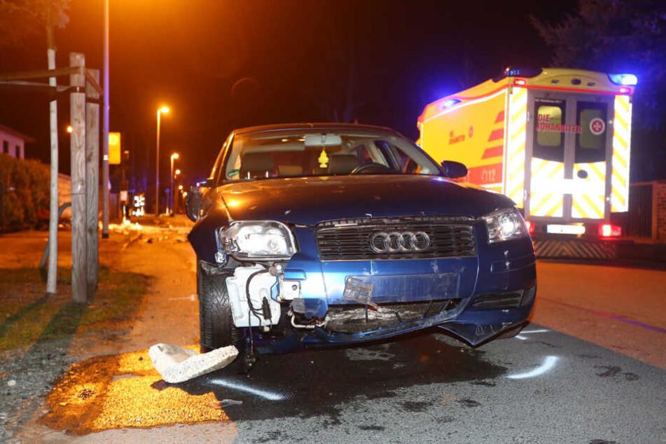 Die 23-Jährige Audifahrerin konnte nicht mehr bremsen, krachte erst in den Roller, dann in eine DVB-Haltestelle.