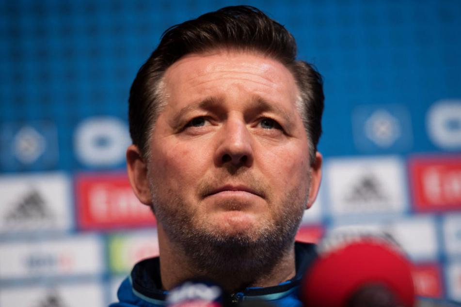 Christian Titz bei der Pressekonferenz des HSV.