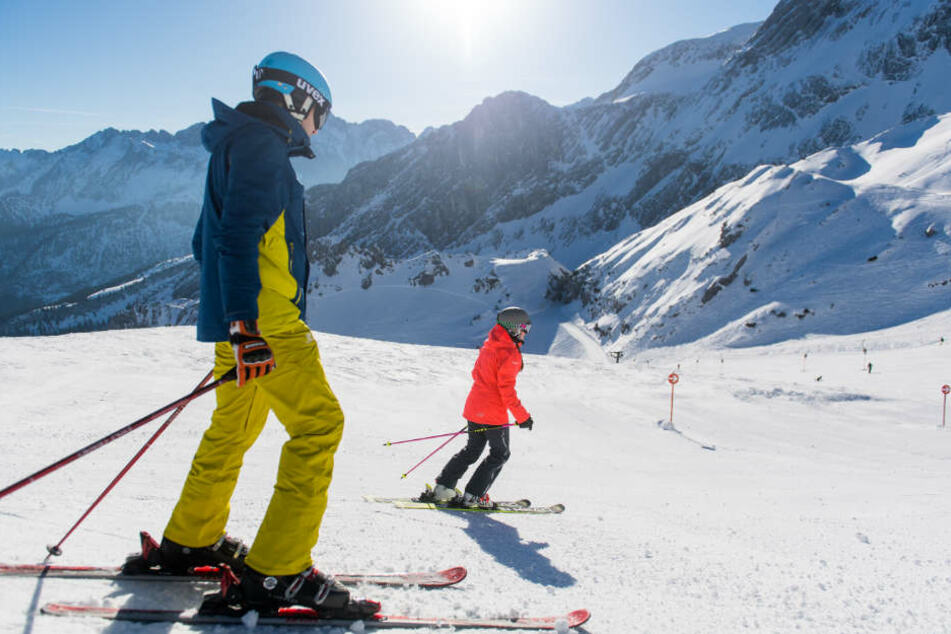 Einige Skigebiete in Bayern läuten die Saison ein.