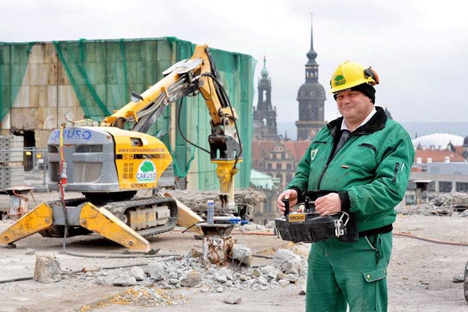 """Operator"" Olaf Baese (49) steuert den modernen Roboter."
