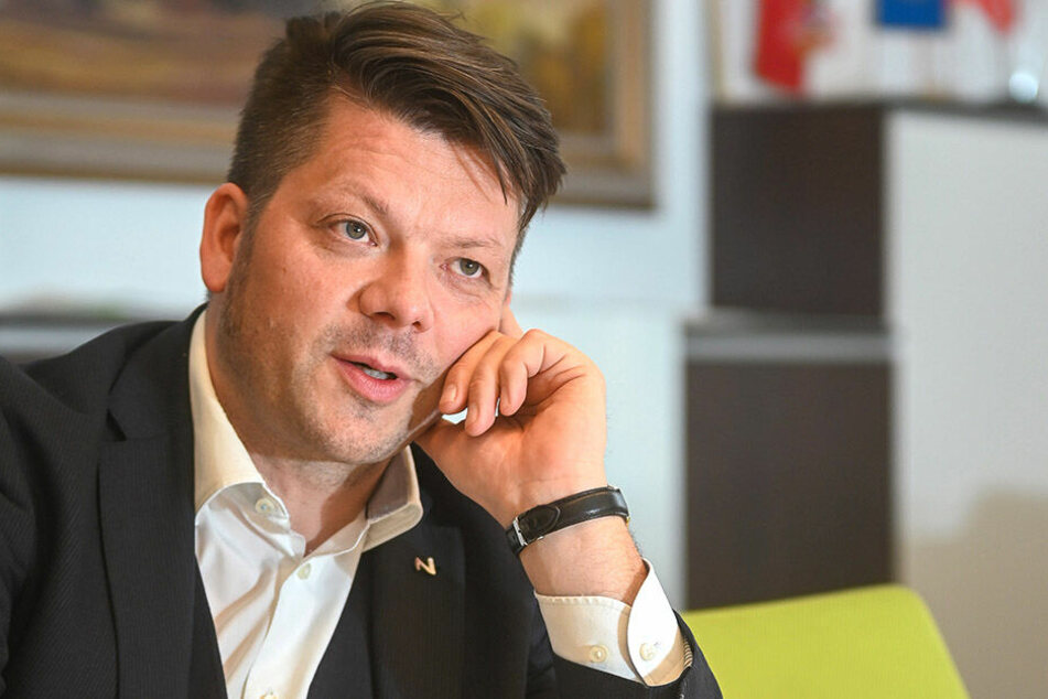 Die Versicherung an Eides statt gab auch Zittaus Oberbürgermeister Thomas Zenker (44, ZKM) ab.