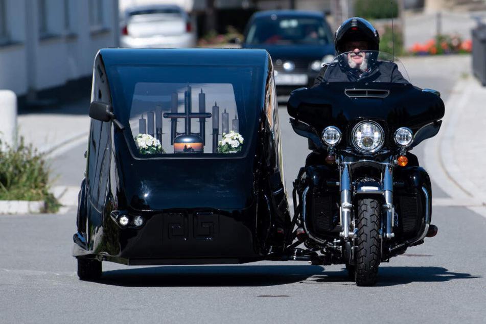 """Bestattungsunternehmen aus Bayern bietet """"letzte Reise"""" per Harley an"""