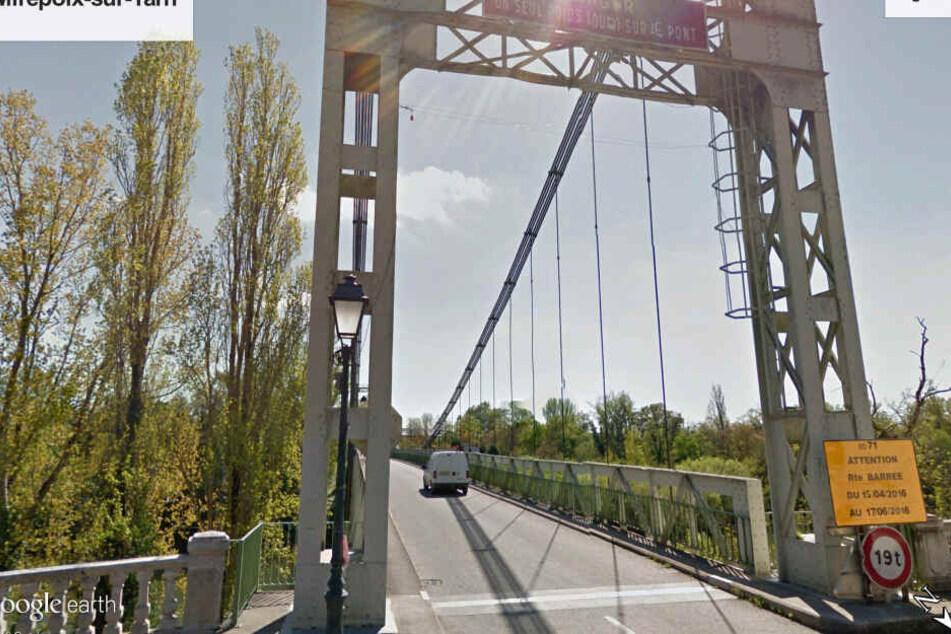 Aufnahme des Internet-Dienstes Google Earth von der Brücke in Mirepoix-sur-Tarn, aufgenommen im Jahr 2018.