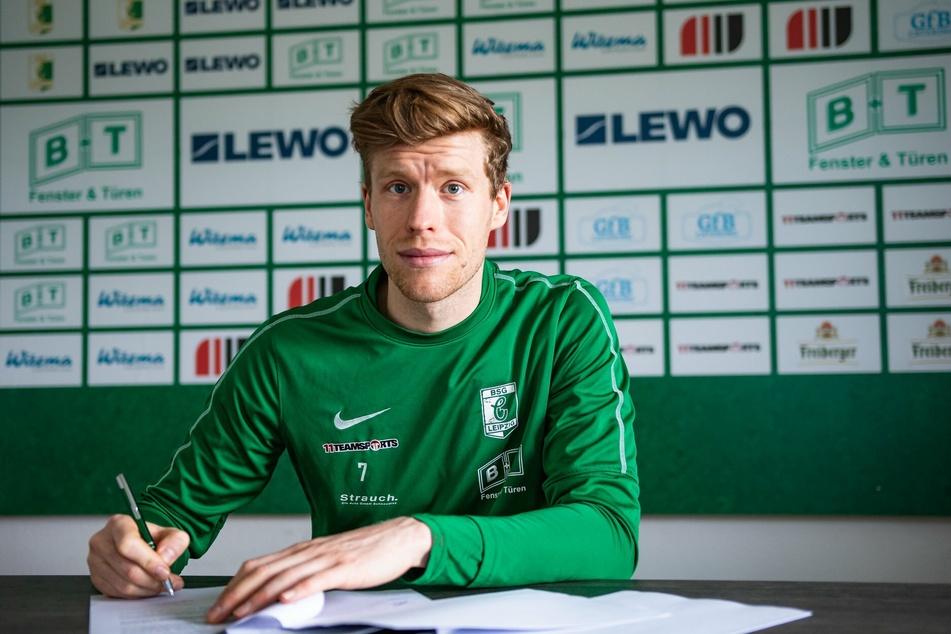 Alexander Bury (29) hat seinen auslaufenden Vertrag bis Sommer 2022 verlängert.
