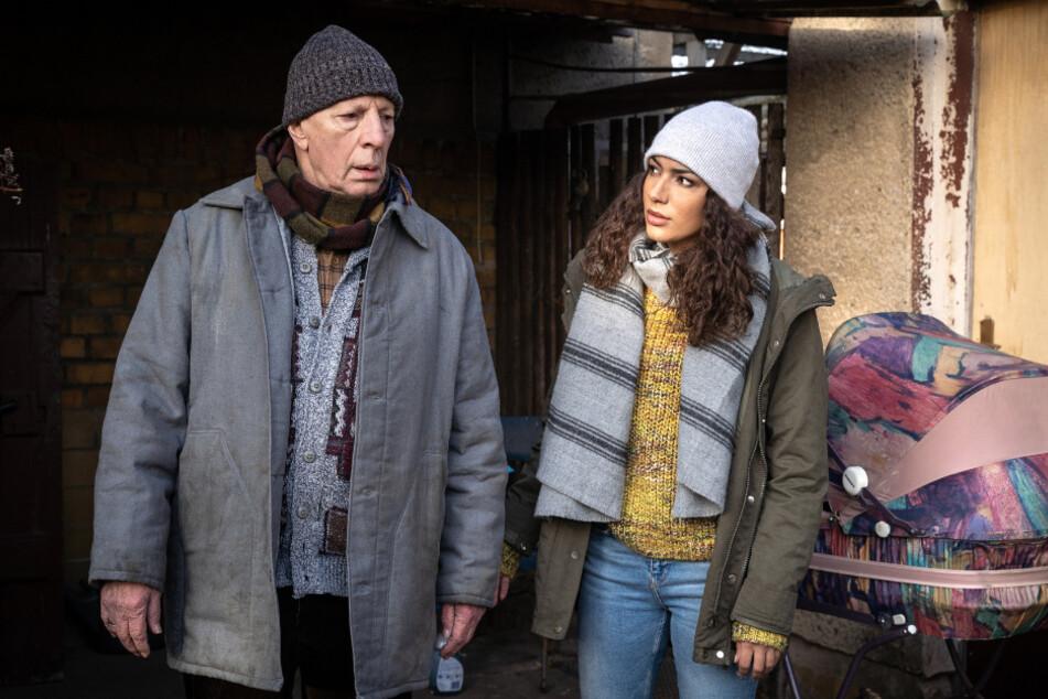 """Kim Nowak muss sich in der neuen Folge """"Entrissen"""" nicht nur um Jan Maybach sorgen. Werner Jansen, der Vater des ermordeten Maik Jansen, scheint an seiner Trauer zu zerbrechen."""