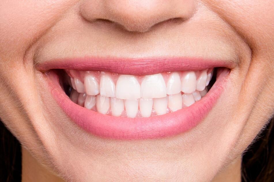 Wer weißere Zähne möchte, sollte DAS besser nicht benutzen