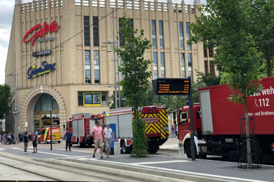 Feuerwehreinsatz in Chemnitz: Die Galerie Roter Turm musste wegen eines Fehlalarms geräumt werden.