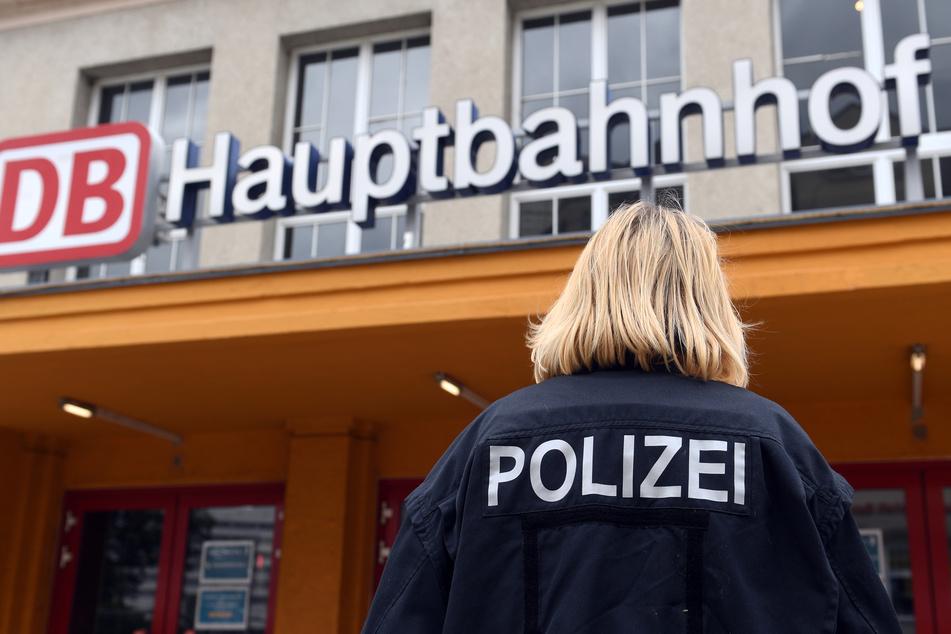 Eine 36-Jährige am Hauptbahnhof Halle ist an nur einem Tag gleich mehrfach auffällig geworden. (Symbolbild)