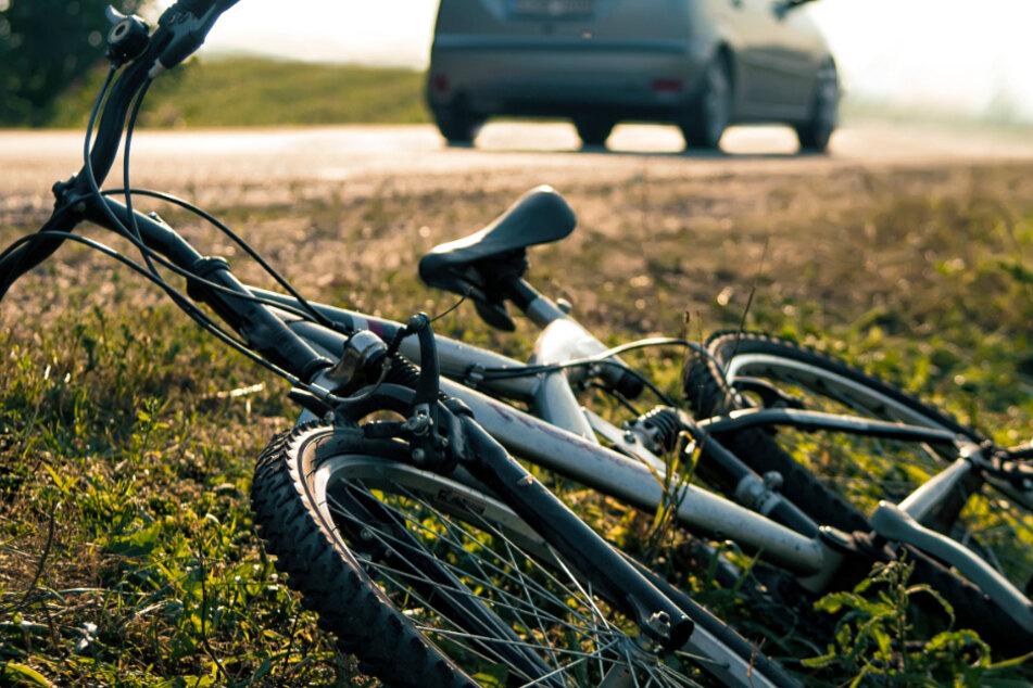 Hitzeschock! Radfahrer stürzt in Graben
