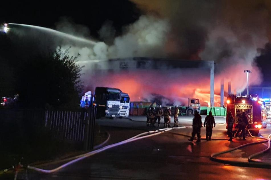 Ungewollte Müll-Verbrennung: Recyclinghof in Flammen!