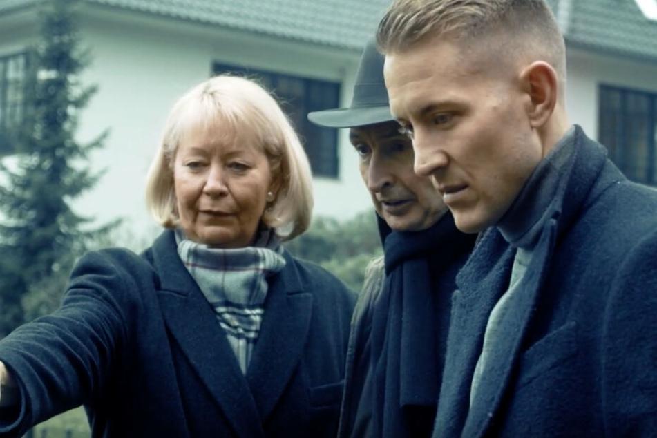 In dem Video ist Lewis Holtby (rechts) mit der stellvertretenden Vorsitzendes des Kinderhospizes Ute Nerge und Musiker Pape zu sehen.