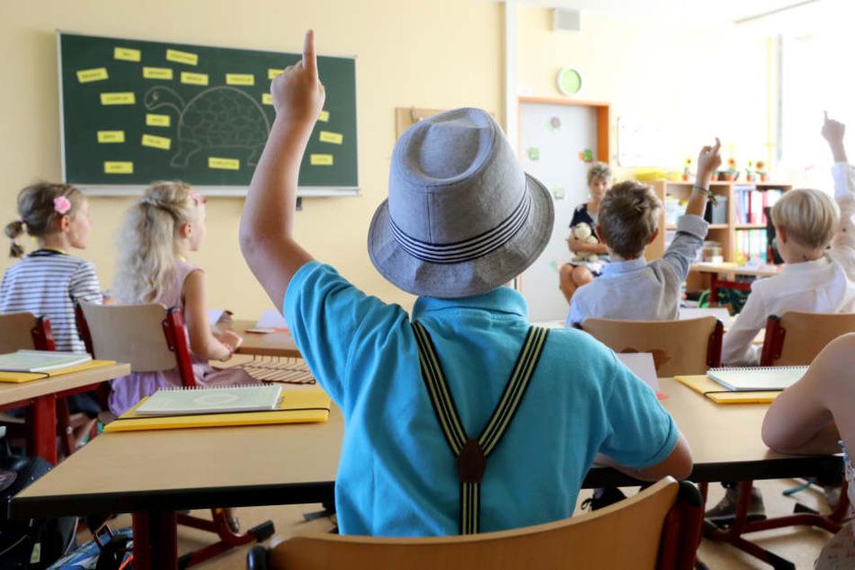 Immer wieder müssen Lehrer Überstunden machen. (Symbolbild)
