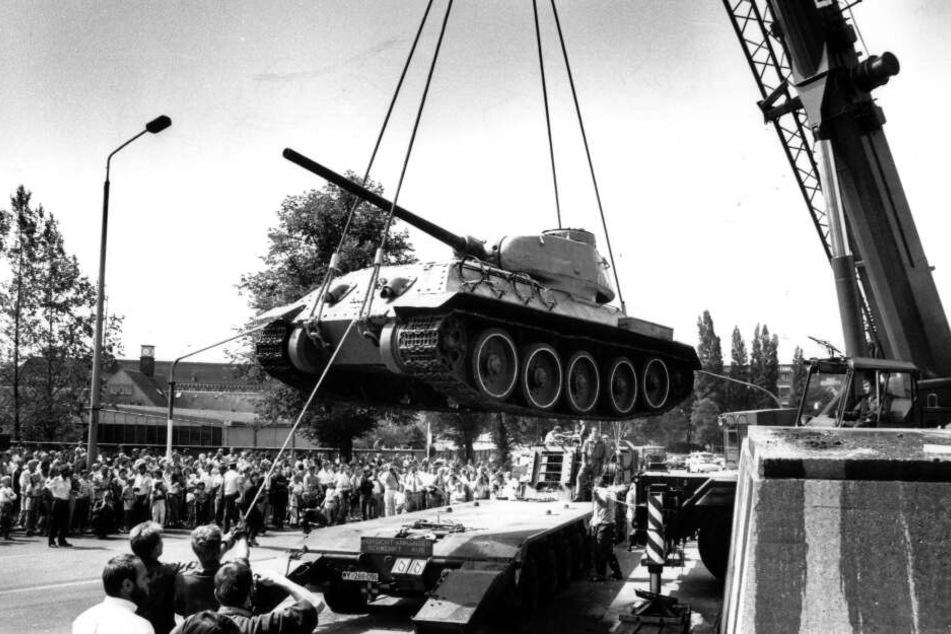 Der T34 wurde am 17.Juli 1991 abgebaut. Chemnitz verschenkte den Panzer als Dauerleihgabe nach Ingolstadt.