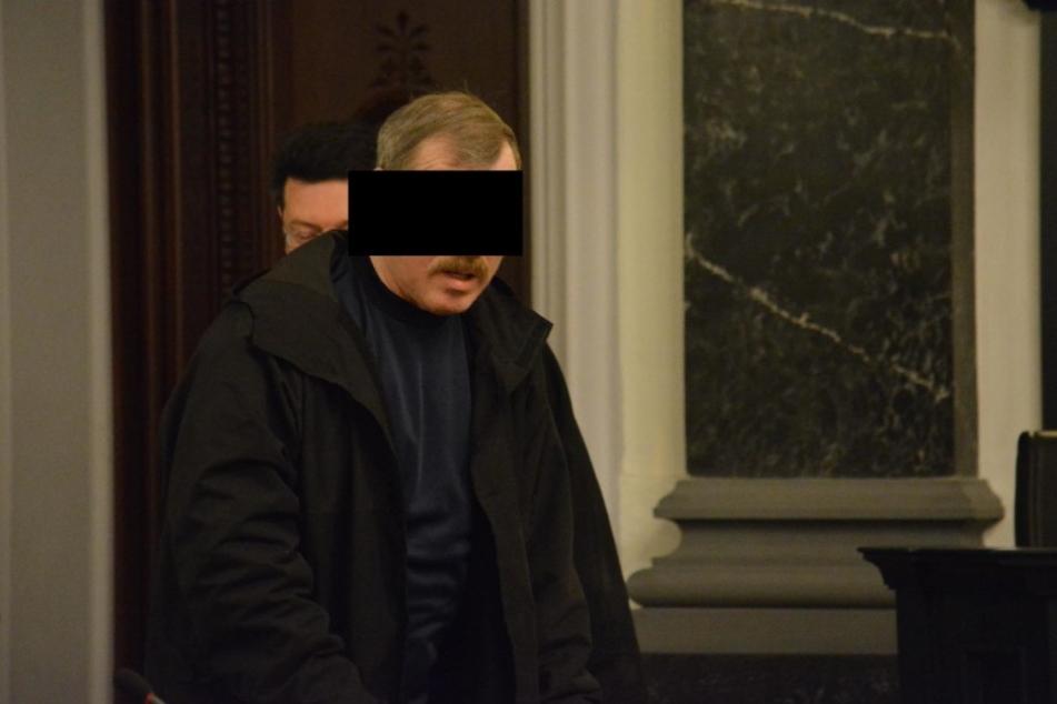 Hinterließ er die Münze? Der Angeklagte Helmut S. (61).
