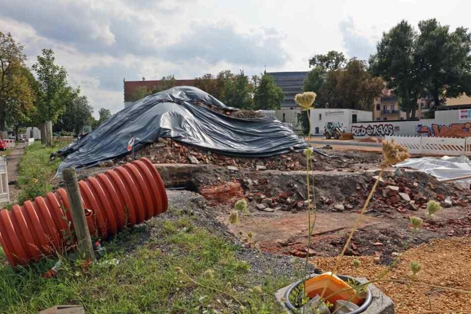 Schadstoff-Alarm auf der Baustelle Alter Gasometer in Zwickau: Arbeiter sind auf kontaminiertes Material gestoßen.