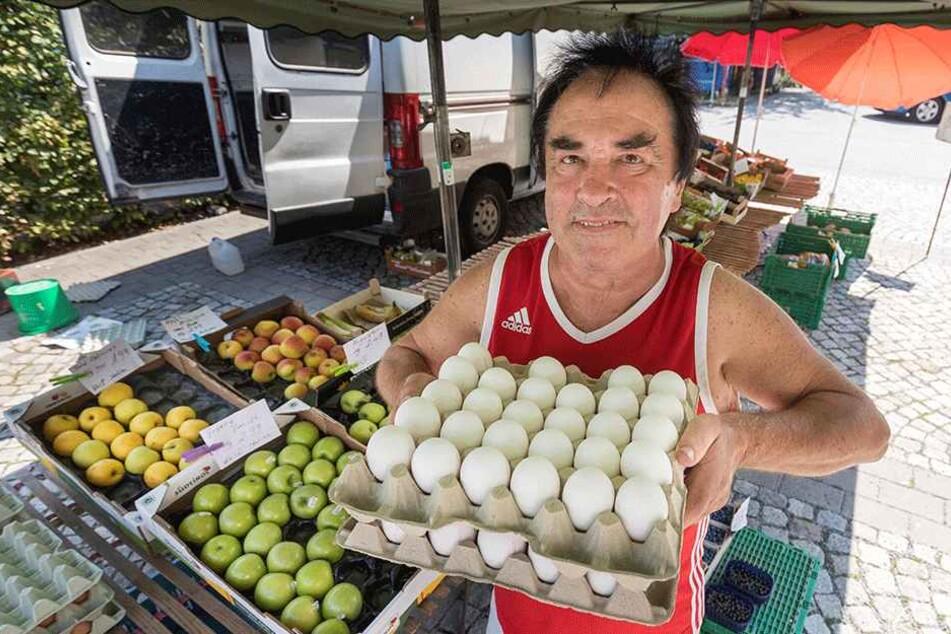 """Ein Wochenmarkt-Urgestein im """"Heckert"""" ist Klaus Kujath (69). Ob der dortige Markt auch 2019 noch stattfindet, ist derzeit unklar."""