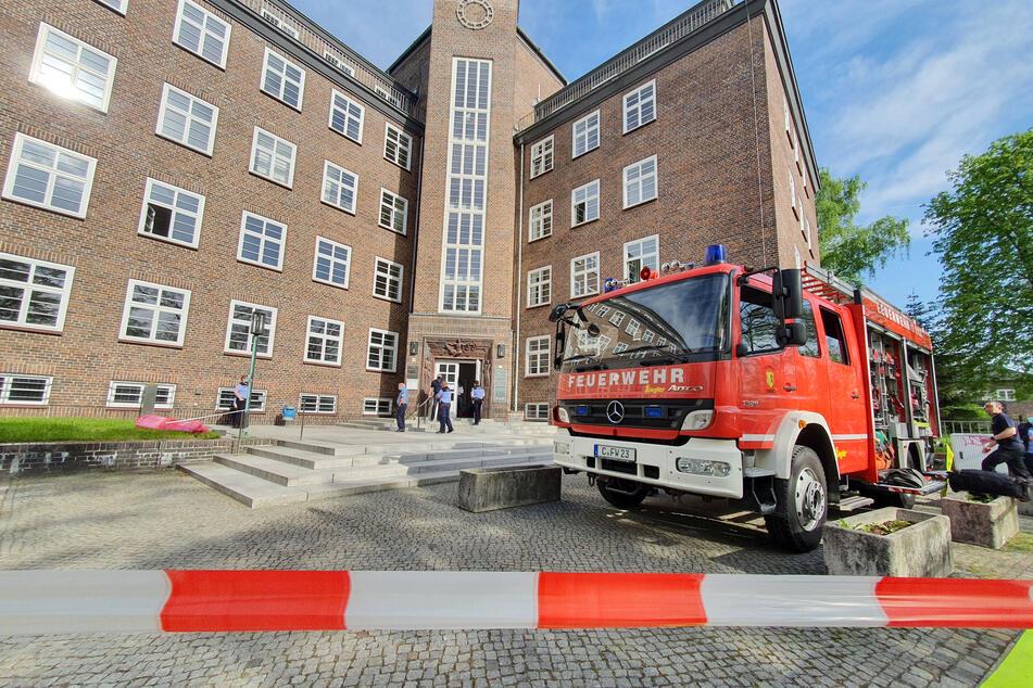 Eine verdächtige Postsendung löste am Dienstagmorgen einen Gefahrguteinsatz im Chemnitzer Landgericht aus.