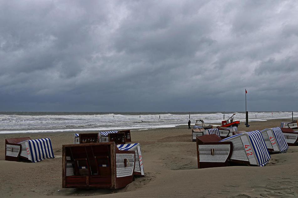 Dunkle Wolken über Norderney an Pfingsten. Kommt es heute Abend noch schlimmer?
