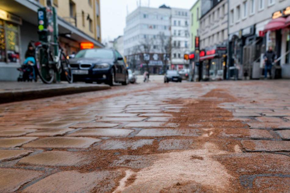 Hamburg: Fahrradfahrer rutscht auf 400 Meter langer Dieselspur aus und verletzt sich schwer