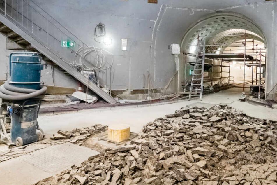Der Alte Elbtunnel gleicht derzeit einer Baustelle.