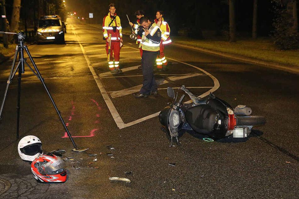 Die beiden Personen, die auf dem Motorroller saßen, wurden verletzt und mussten behandelt werden.