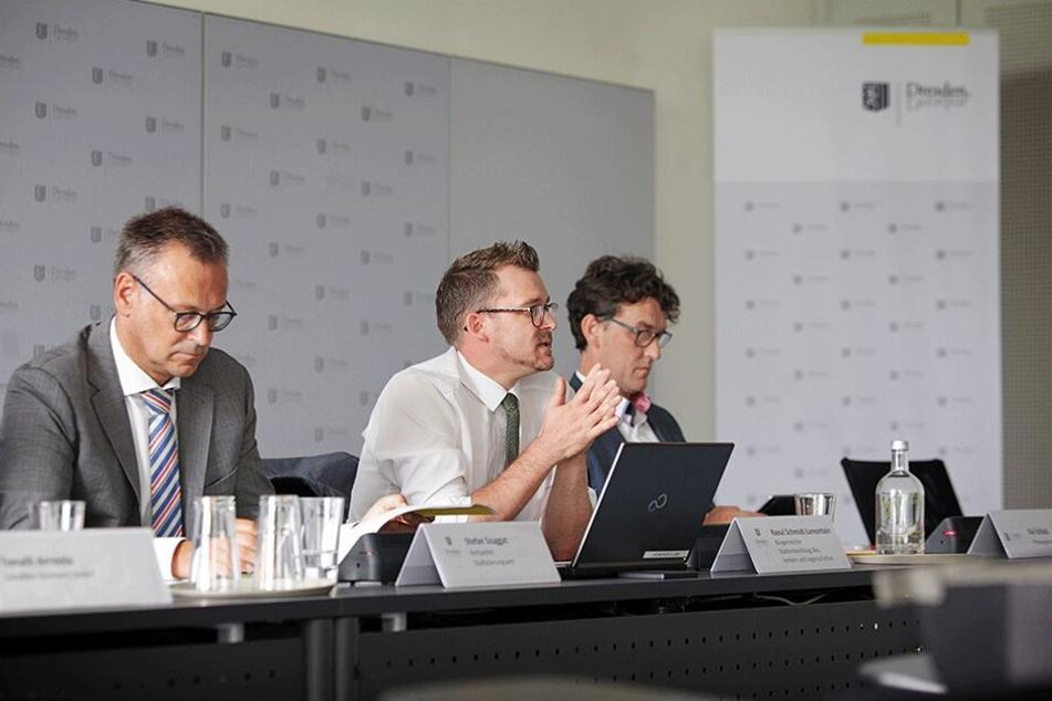 Verkehrsbürgermeister Raoul Schmidt-Lamontain (42, Grüne, M.) ist erfreut über die freiwilligen Vereinbarungen mit den Leih-Anbietern.