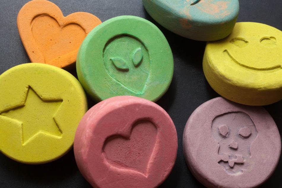 Jede Menge Drogen entdeckten die Fahnder bei dem 33-Jährigen. (Symbolbild)