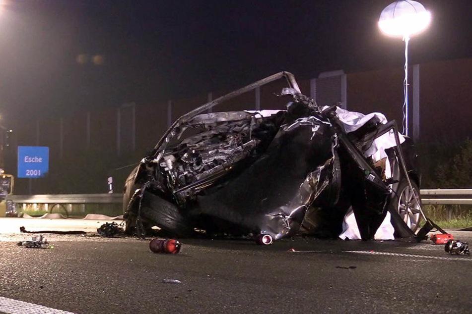 Horror-Crash! Drei Menschen verbrennen in ihrem Auto auf A4