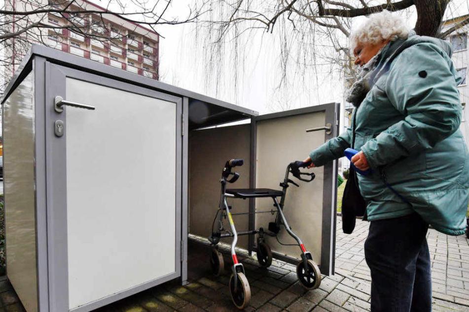 Hella Urban (79) hat bereits eine Rollatorbox in Erfurt.