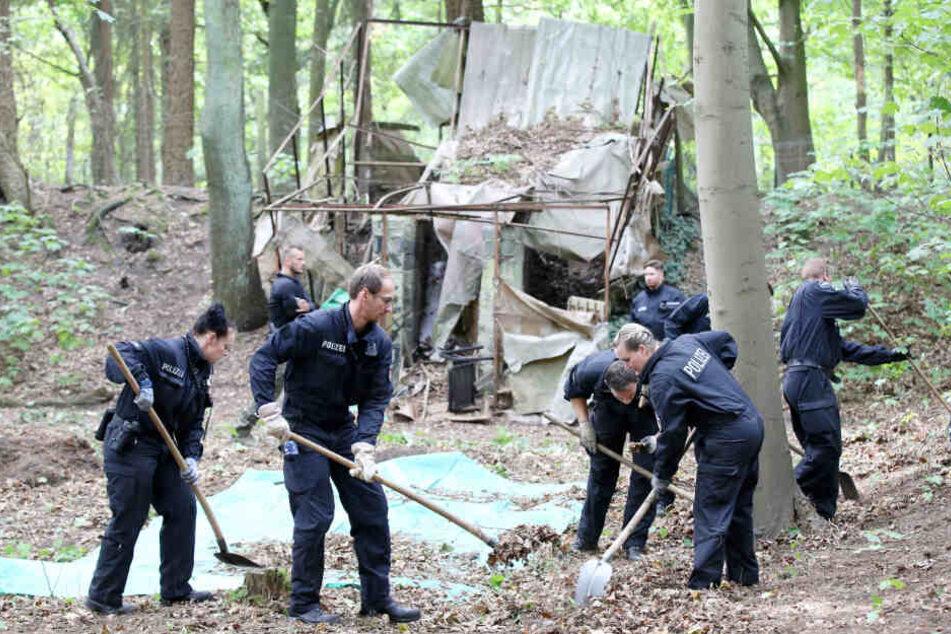 Die Polizei durchsuchte im vergangenen Jahr den Volkspark nach Spuren.